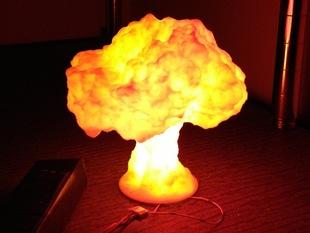 Лампа в виде ядерного взрыва