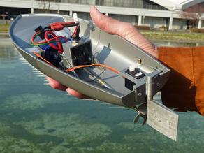 Модель лодки с мотором